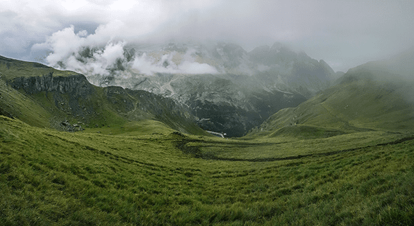 Free Nature Photos High-Resolution – Foggy Mountain Landscapes